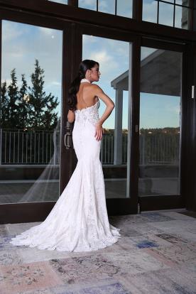 שמלת קולר מרהיבה לכלה