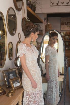 שמלת כלה בצבע קרם בסגנון וינטאג'