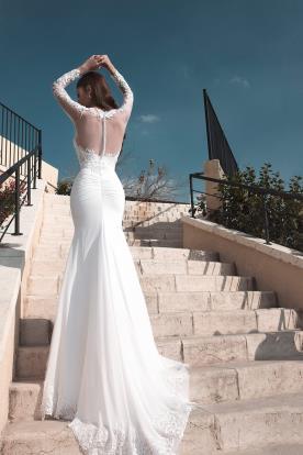 שמלת כלה עם שובל ארוך למראה זוהר