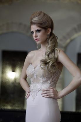 שמלת ערב בגוון קרם עדין