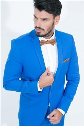 חליפה בצבע כחול רויאל
