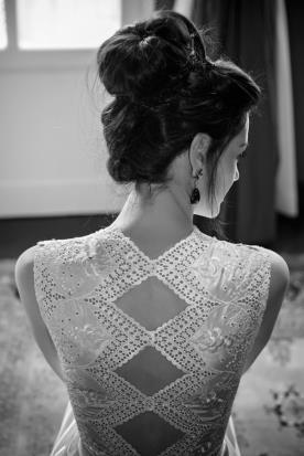 שמלת כלה גב מעוטר מעוינים