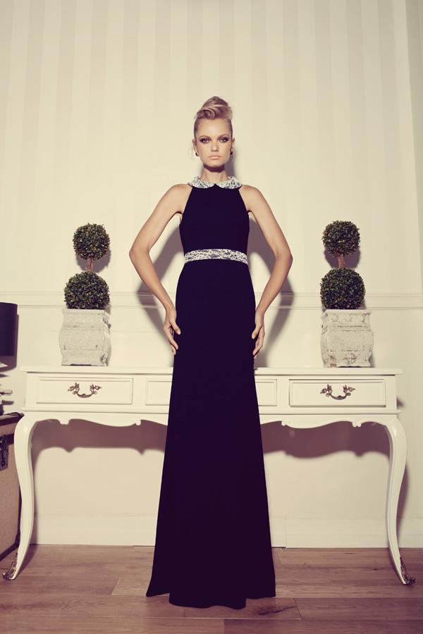 שמלת ערב שחורה קולר וחגורה