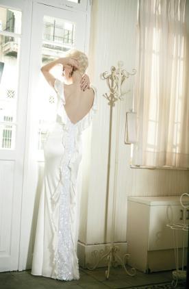 שמלת כלה קפלים בגב