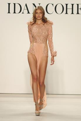 שמלת ערב נועזת וחרוזים