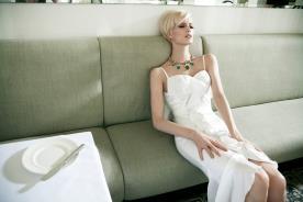 שמלת כלה עם תחרה שסע וקפלים