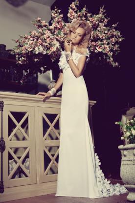 שמלת כלה תחרת פרחים בשובל
