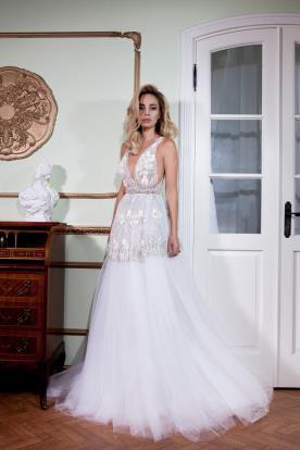 שמלת כלה תחרה וטול אלגנטית