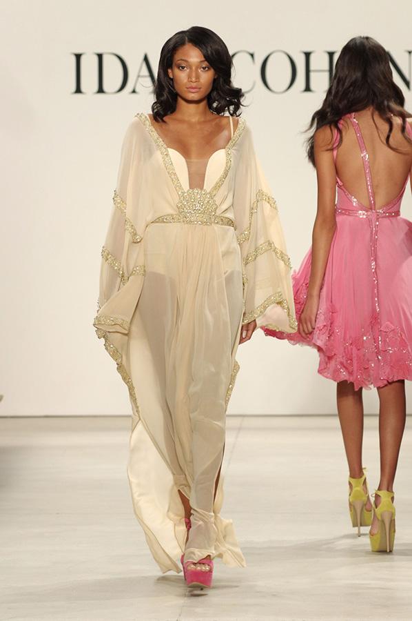 שמלת ערב מחשוף ושרוולים זהב