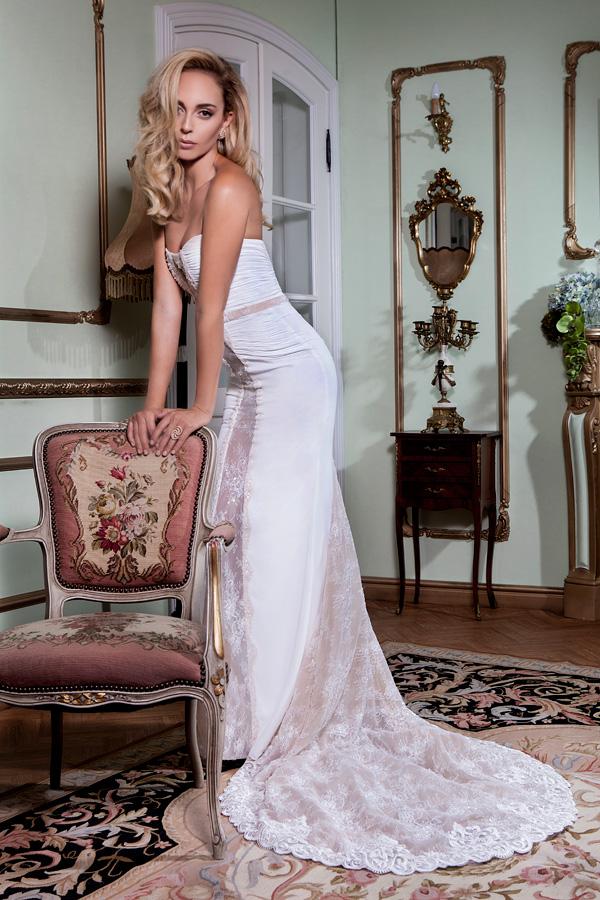 שמלת כלה סאטן ותחרה בצדדים