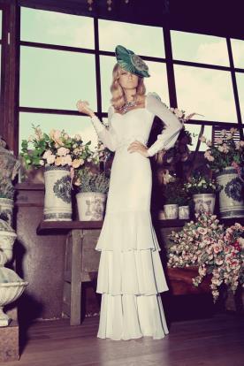 שמלת כלה שרוולים וחצאית קומות