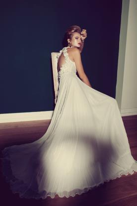 שמלת כלה פליסה עדינה גב פתוח