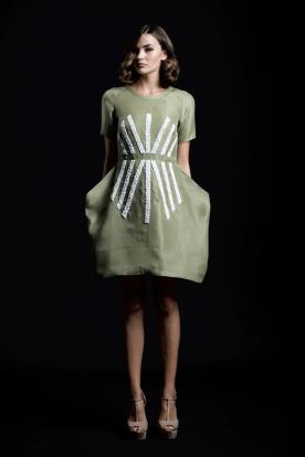 שמלת ערב קצרה ירוקה עם שרוולים