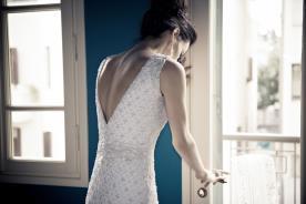 שמלת כלה מחורזת בצורות גב פתוח