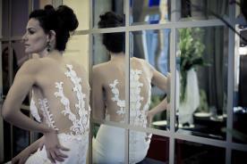 שמלת כלה תחרה שקופה בגב