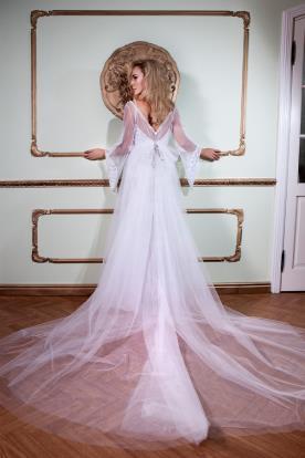 שמלת כלה שובל ופפיון מטול