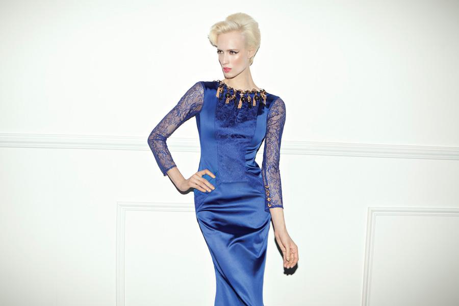 שמלת ערב צנועה כחולה ושרוולים