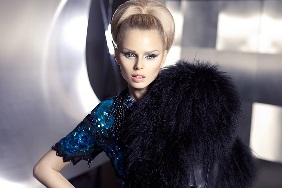 איפור ושיער: איפור כלות, תסרוקת כלה, תסרוקת חצי אסוף, תסרוקת לשיער חלק, שיער בלונדיני, איפור במראה מעושן, איפור לעור בהיר - אלי גולן