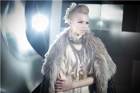 איפור כלות: תסרוקת אסוף, תסרוקת לשיער חלק, שיער בלונדיני, איפור דרמטי, איפור לעור בהיר - אלי גולן