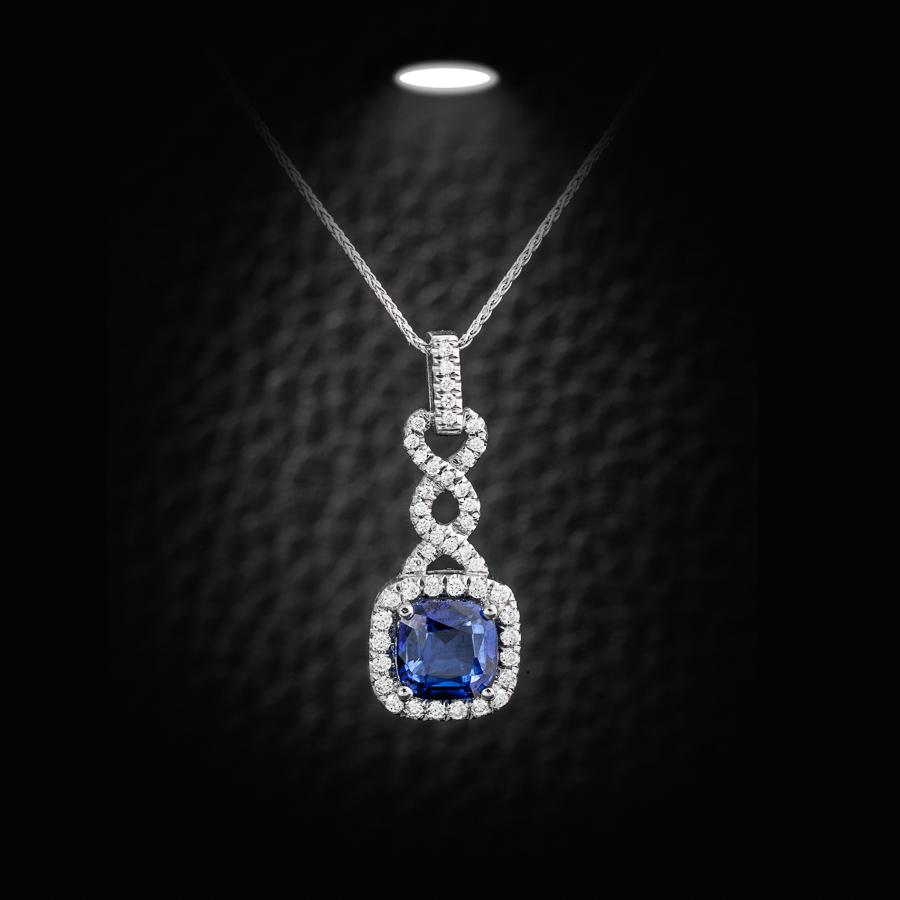 תליון יהלומים ויהלום כחול