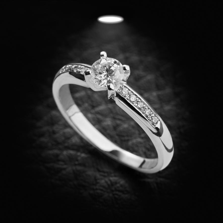 טבעת אירוסין עדינה יהלום עגול