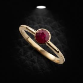 טבעת אירוסין אבן אדומה