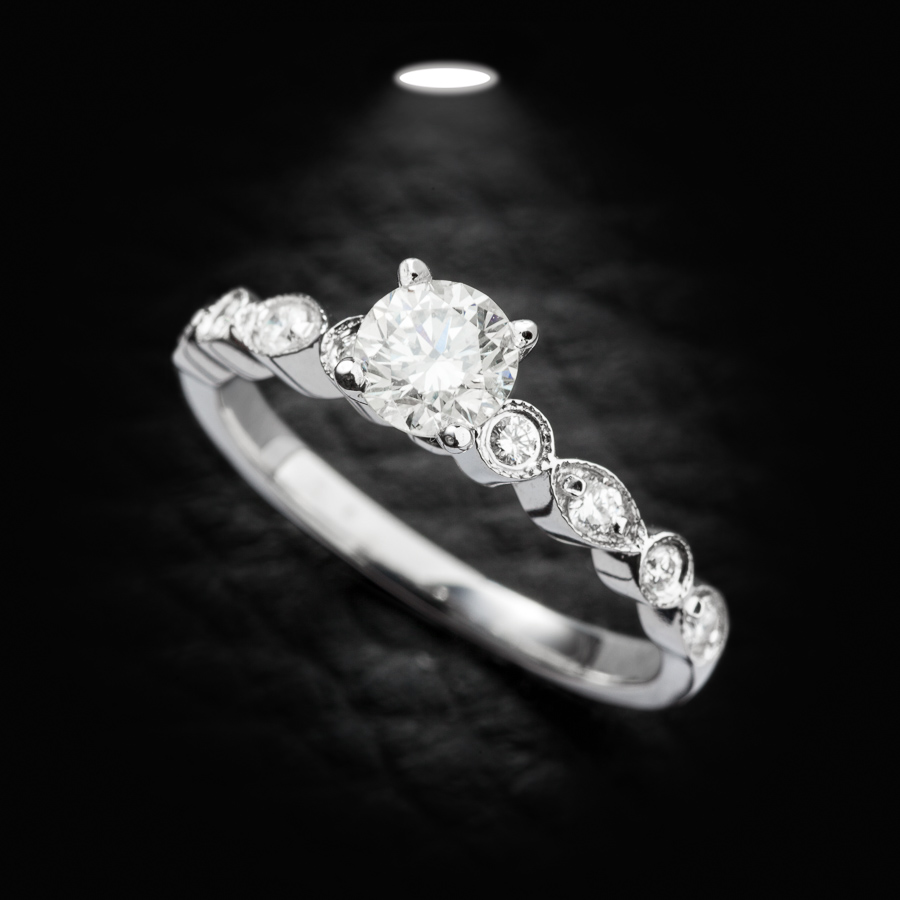טבעת אירוסין וינטג' משובצת