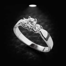 טבעת אירוסין שלושה יהלומים