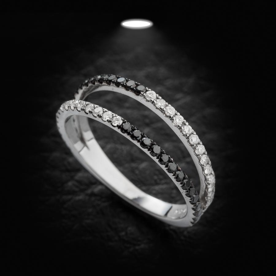 טבעת אירוסין יהלם שחור ולבן