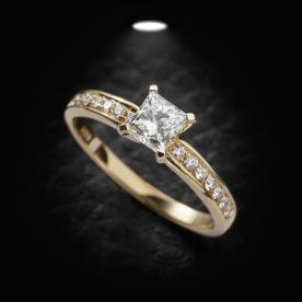 טבעת אירוסין עדינה יהלום מרובע