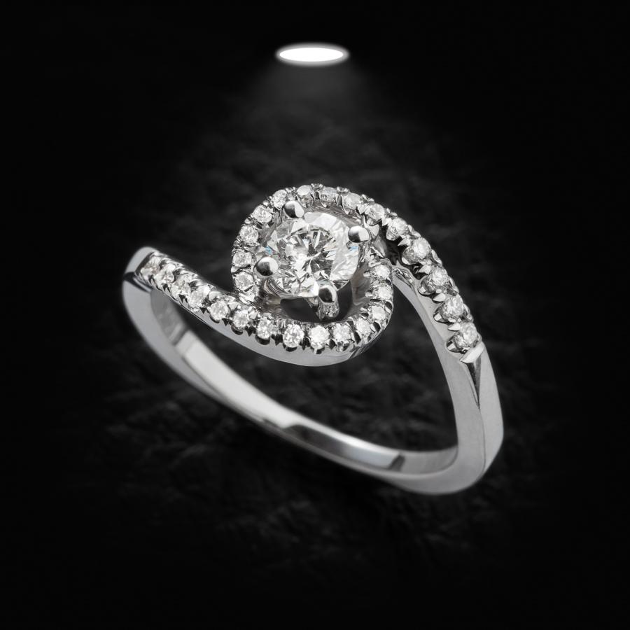 טבעת אירוסין משובצת וגלית
