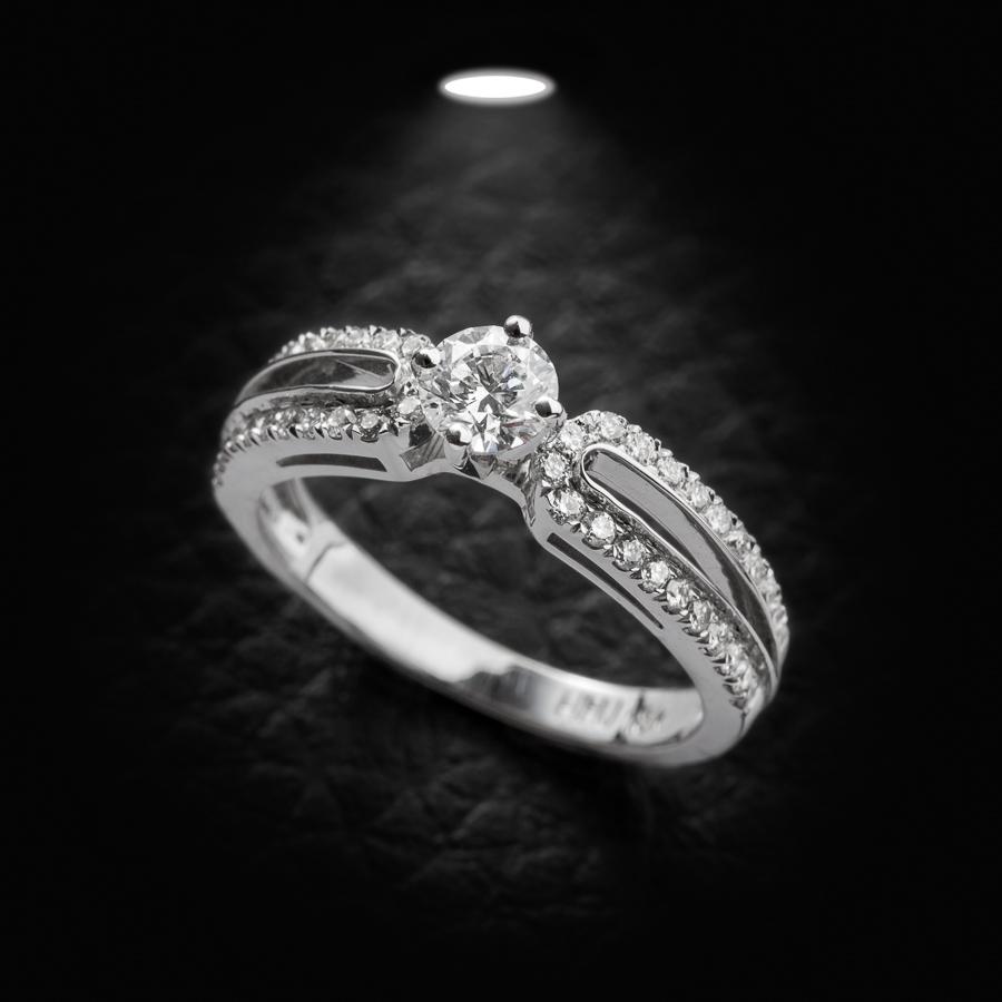 טבעת אירוסין שתי שורות יהלומים
