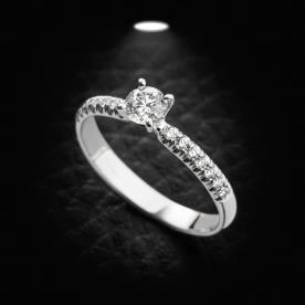 טבעת אירוסין זהב לבן יהלום מוגבה