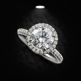 טבעת אירוסין משובצת ויהלום עגול
