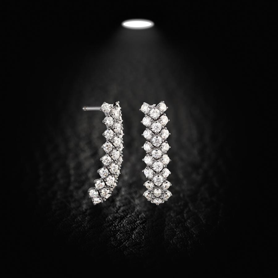 עגילים משובצים יהלומים