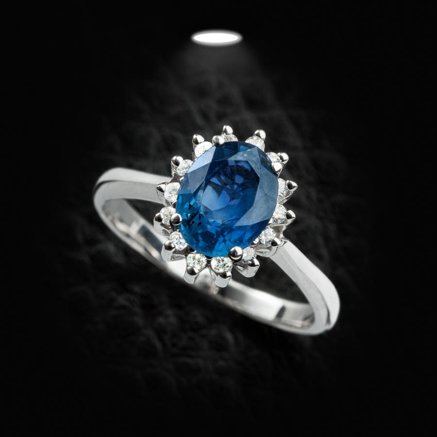 טבעת אירוסין יהלום כחול ולבן