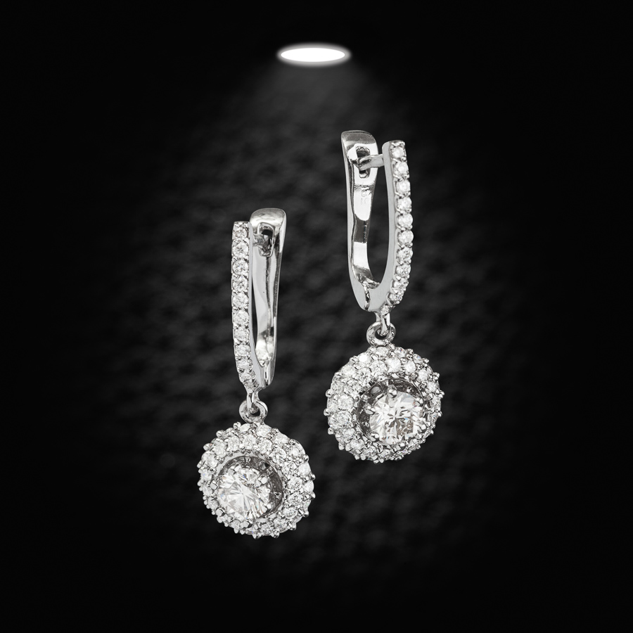 עגילים תלויים עם יהלומים