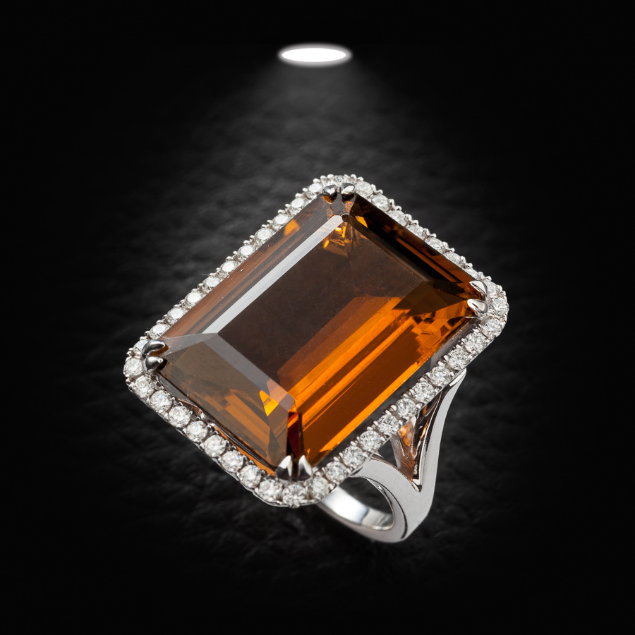 טבעת אירוסין עם אבן כתומה