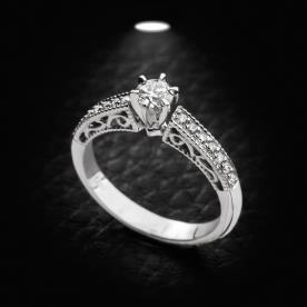 טבעת אירוסין עם עם הטבעה