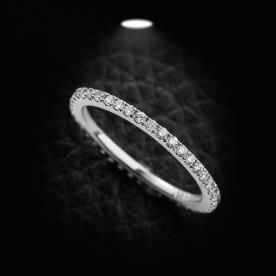 טבעת אירוסין עדינה וצרה