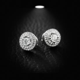 עגילים עגולים מוקפים יהלומים