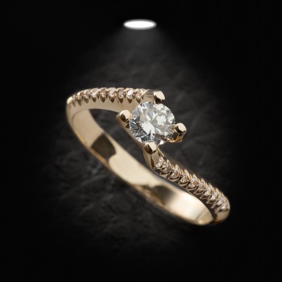 טבעת אירוסין גלית אסימטרית