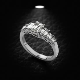 טבעת אירוסין יהלומים מרובעים