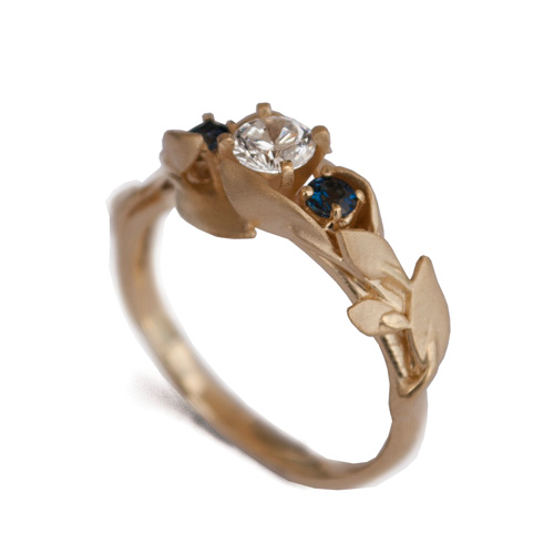 טבעת אירוסין שלוש אבנים