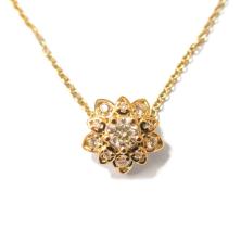 תליון פרח עם יהלומים