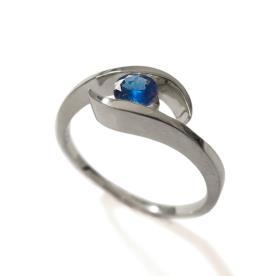 טבעת משובצת אבן ספיר