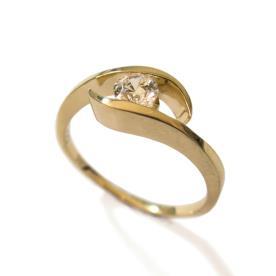 טבעת זהב אירוסין סימטרית