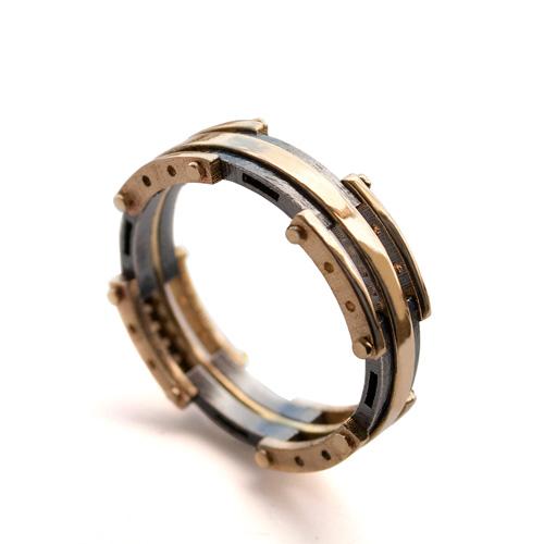 טבעת זהב בעיצוב חדשני