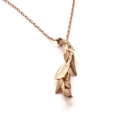 שרשרת זהב עם תליון עלים