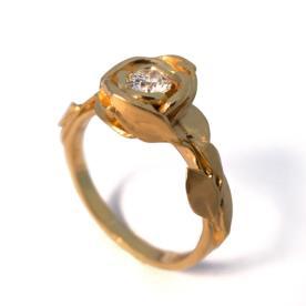 יהלום משובץ טבעת אירוסין זהב